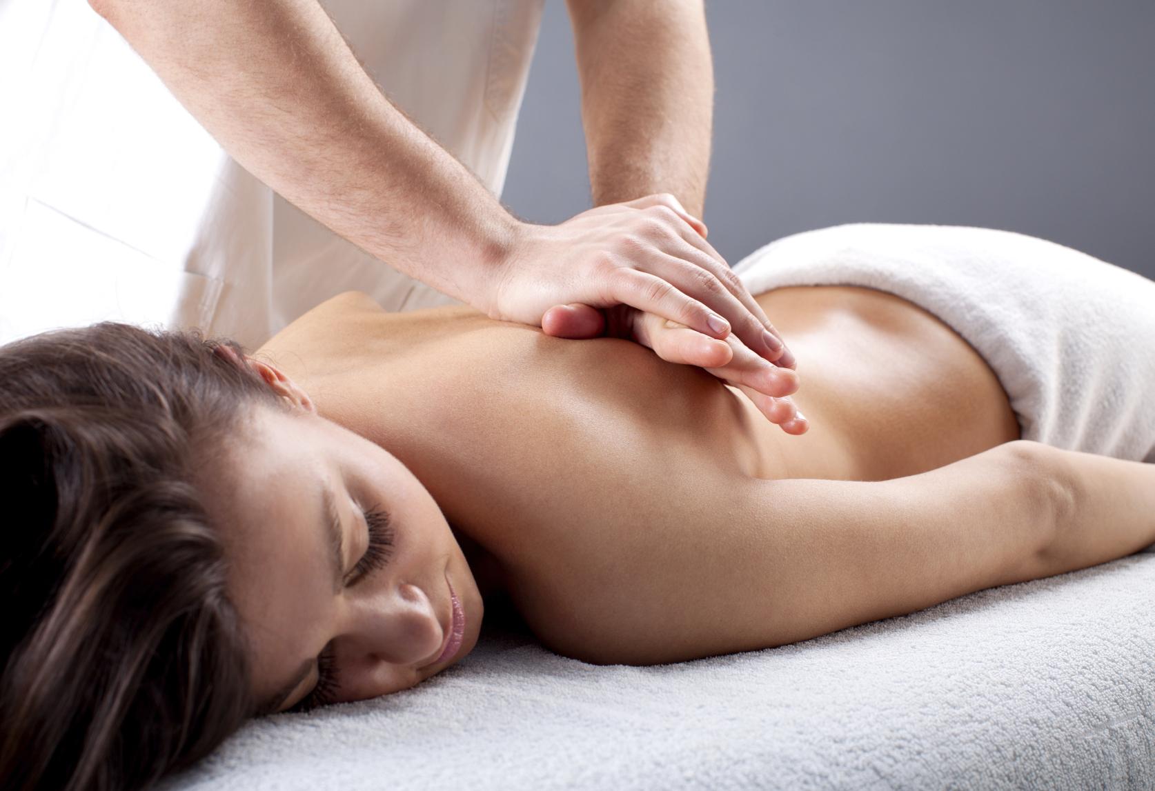 massagem terapêutica ou fisioterapia